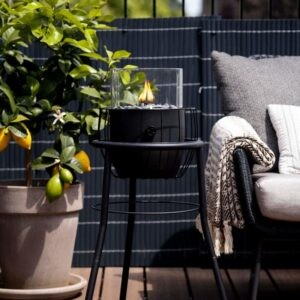 Cosiscoop Basket High i sort på terrassen